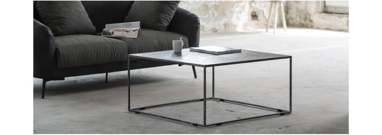 Her findes de rå sofaborde i patineret metal - se udvalget.