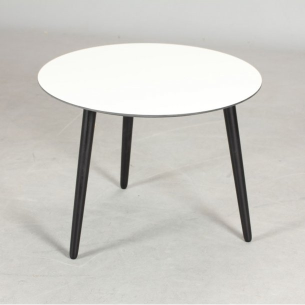 CT 20 - sofabord i hvid laminat med sorte træben, 4 størrelser.