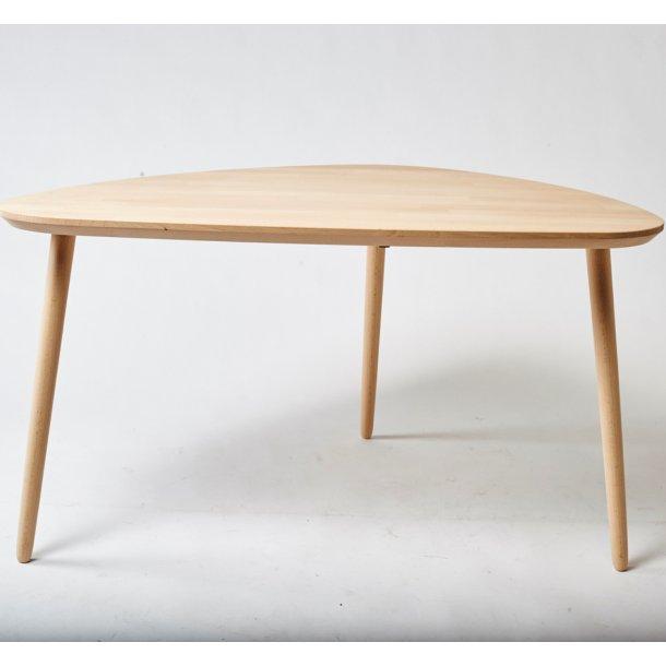 Lumber - sofabord i massiv bøg,  organisk trekant 80 x 60 cm